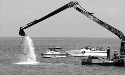 广东湛江海洋与渔业部门对海岸带进行大力清理整治